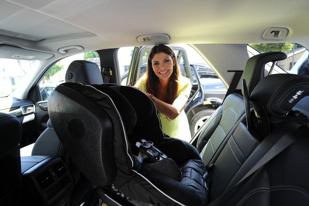 ali-landy-installing-britax-car-seat