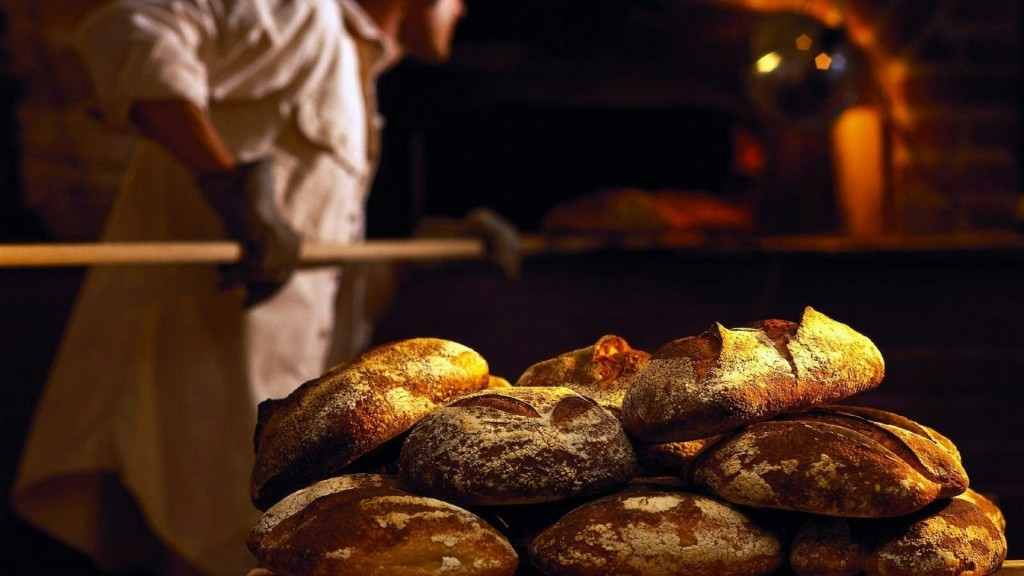 baker_fresh_bread_oven_poppy_1920x1080_79603