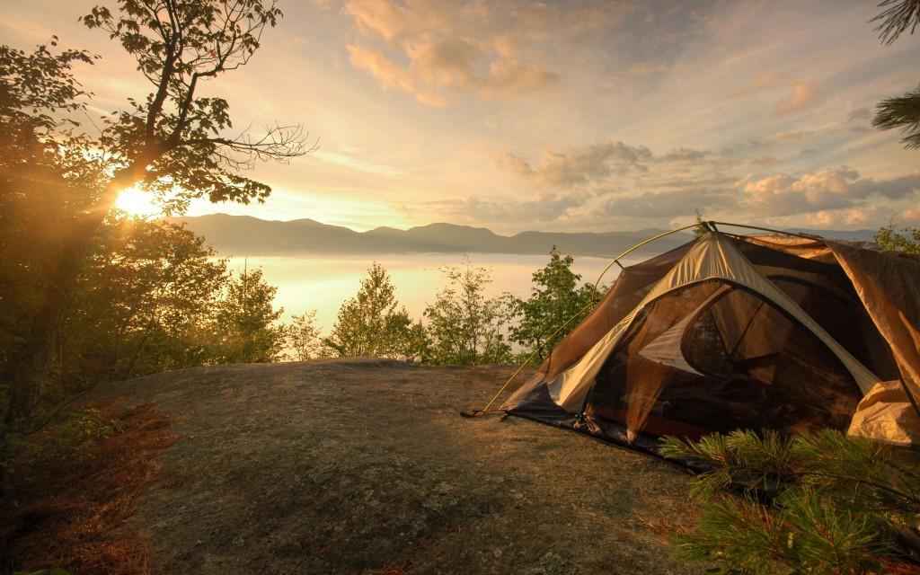 camping-near-lake