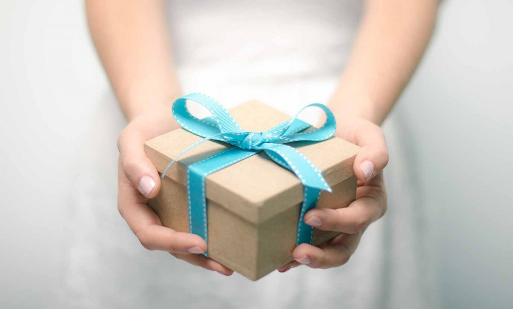 gift-box-in-hands
