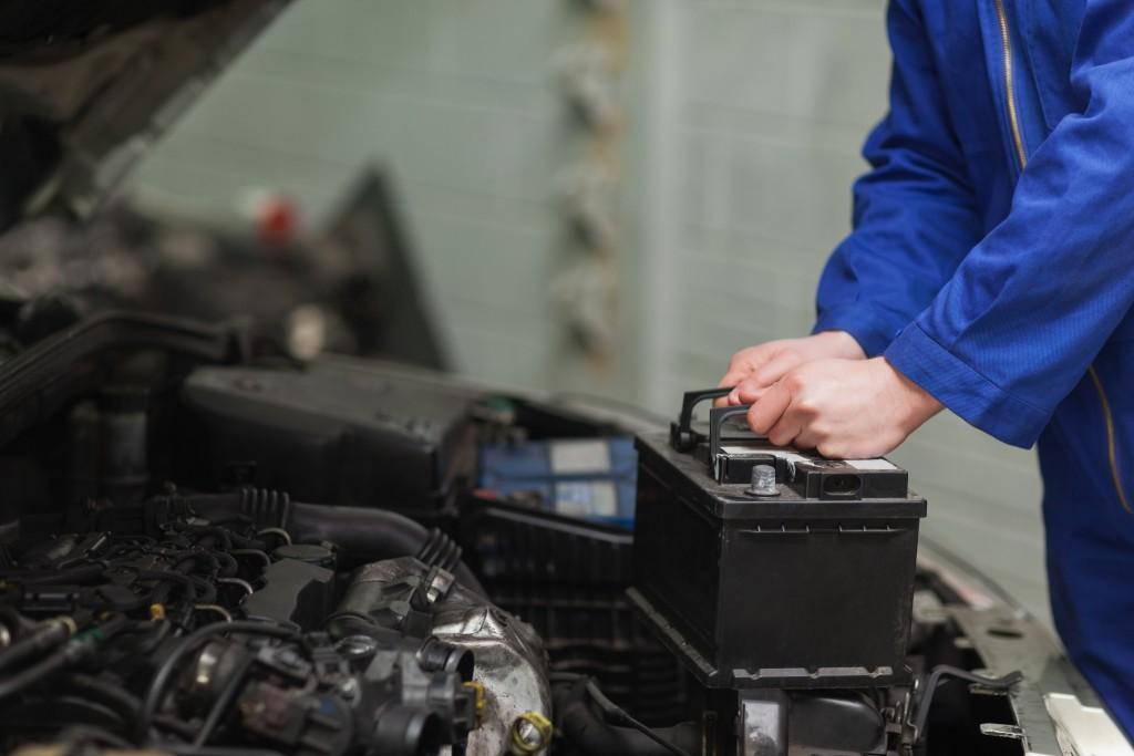 guy-removing-car-battery