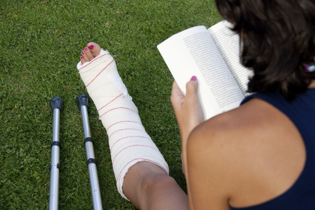 woman-reading-with-stress-fracture
