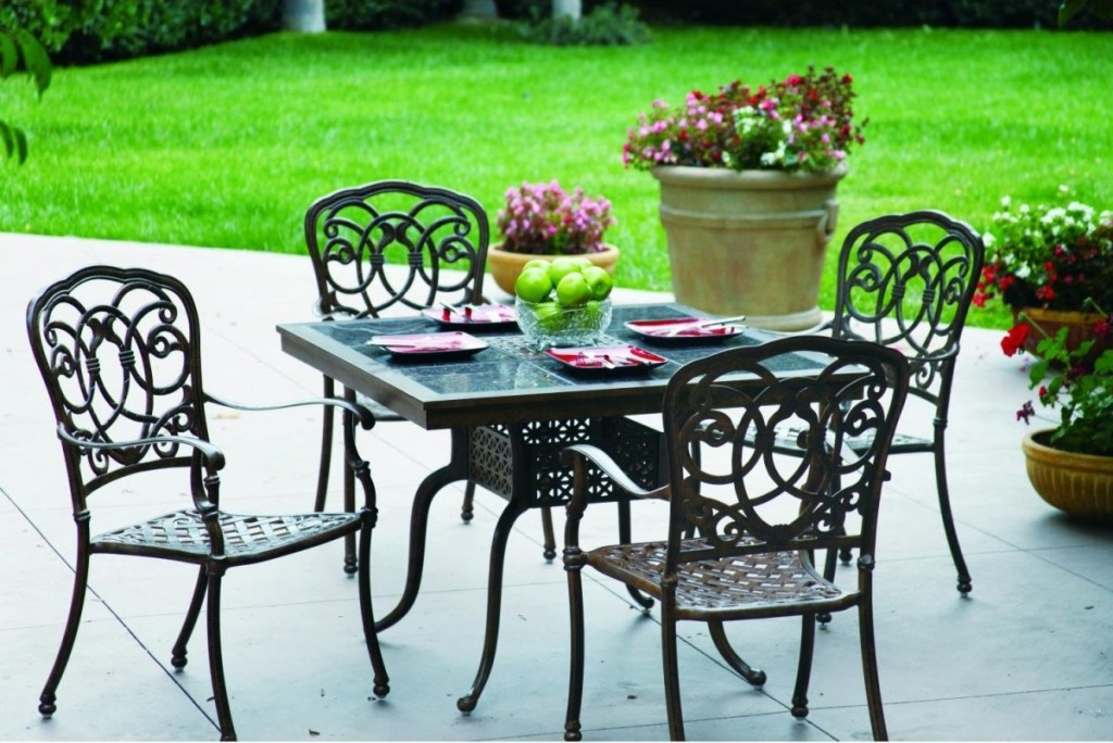 wrought-iron-outdoor-bistro-furniture